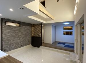 019-スキップフロアと大きな窓のある家(360°・VR画像)